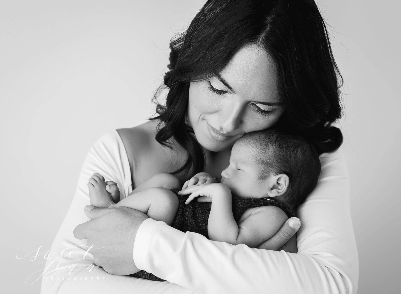 Sacramento Newborn Photography Sweet Jean Photography mother & child